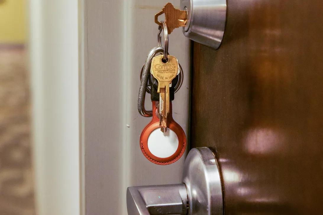 Apple AirTags хочет, чтобы вы никогда больше не потеряли свои ключи - или чтобы их было легче найти, если вы это все же сделаете.