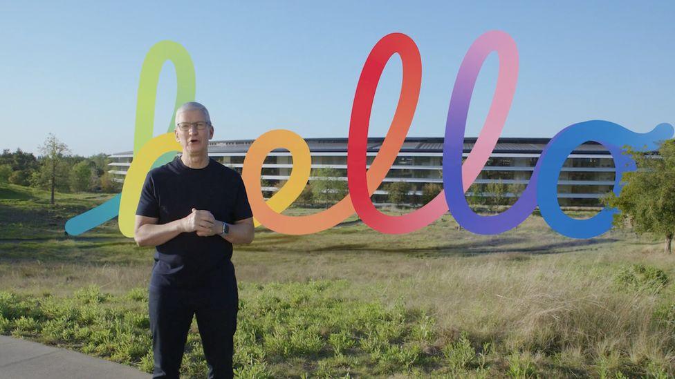 Босс Apple Тим Кук разместил предварительно записанное видео в штаб-квартире технологического гиганта в Купертино.