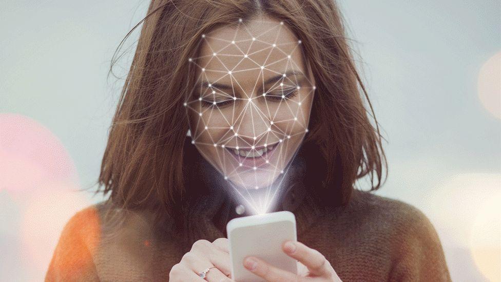 Многие правоохранительные органы США используют технологию распознавания лиц Clearview AI.
