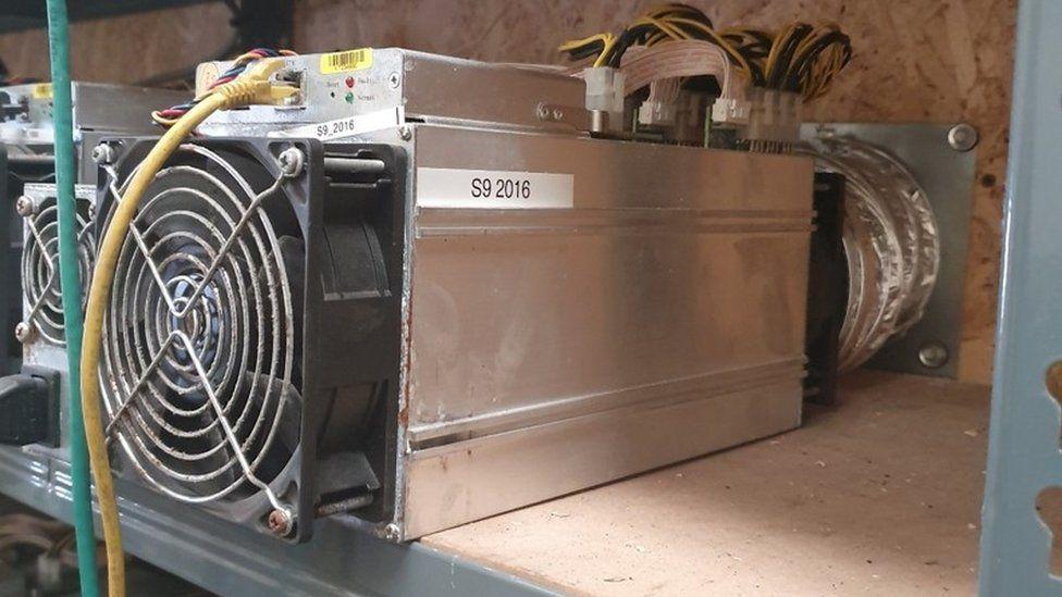 Полиция сообщила, что в ходе операции по «добыче» биткойнов были украдены тысячи фунтов электроэнергии.