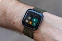 Fitbit может скоро добавить на свои устройства детектор храпа