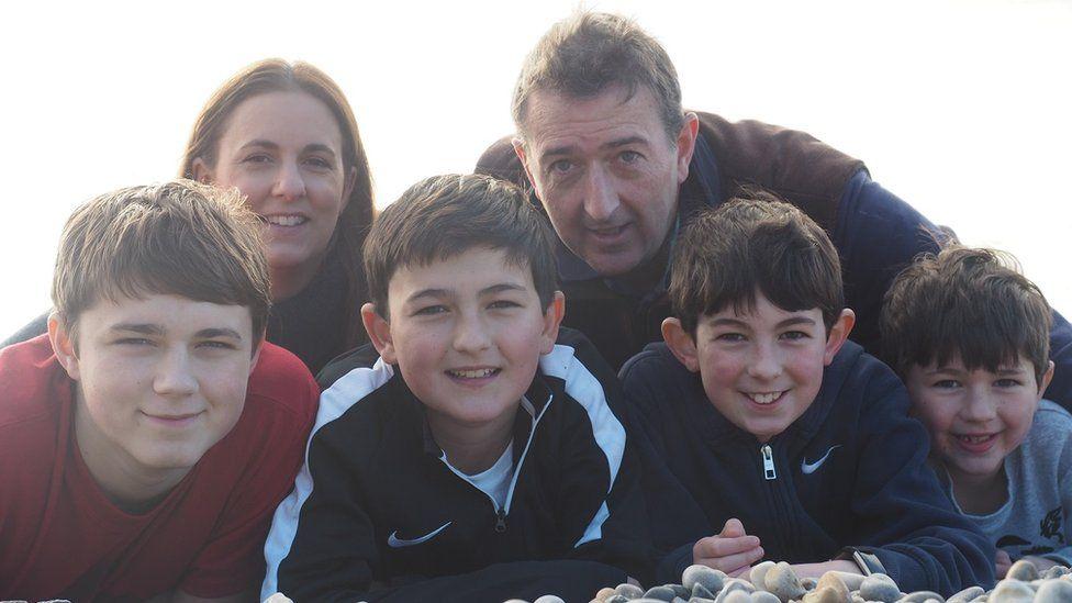 Семья Дэвис-Карр заработала около 1000000 фунтов стерлингов с этого видео с тех пор, как загрузила его в 2007 году.