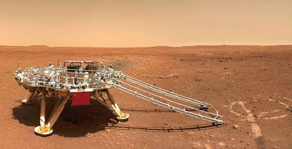 Посадочная платформа использовала ракеты, чтобы замедлить спуск. Mars