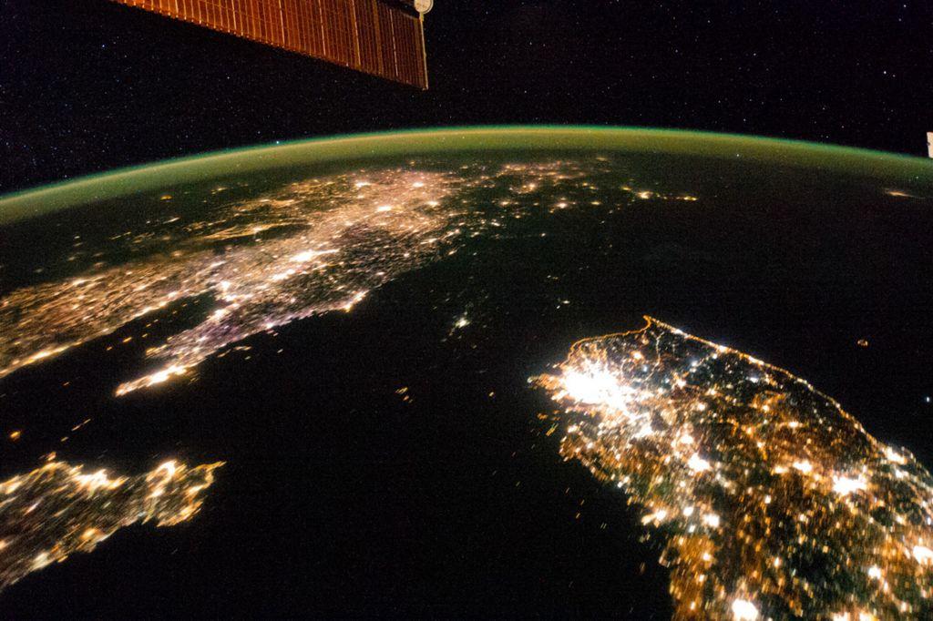 Корейский полуостров, видимый с Международной космической станции в 2014 году - Пхеньян-это пятнышко света во тьме Северной Кореи