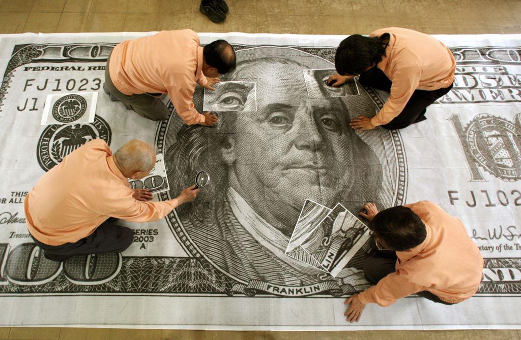 В 2006 году японские банковские чиновники смогли идентифицировать Супердоллары, только увеличив их в 400 раз по сравнению с первоначальным размером