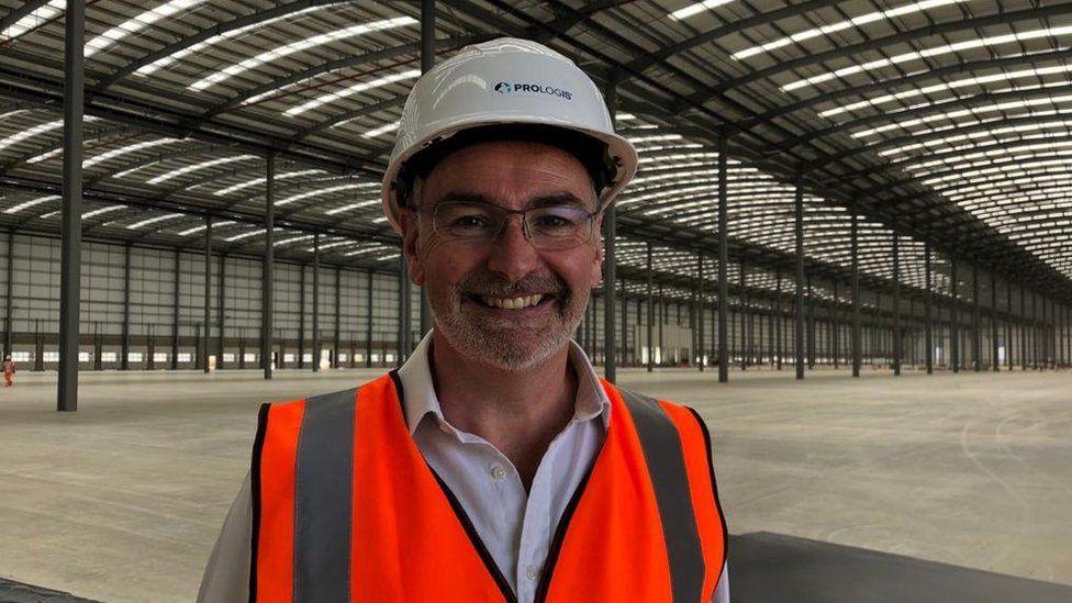 Складские помещения продаются до того, как они закончат их строительство, говорит Робин Вудбридж