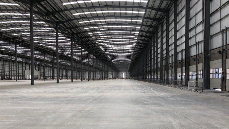 Новый центр посылок Royal Mail размером с десять футбольных полей