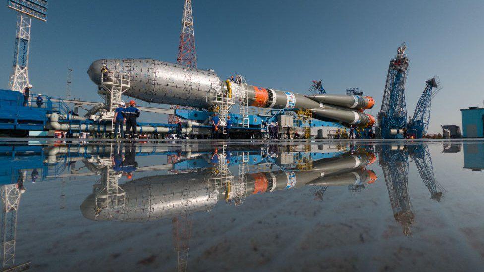 A Soyuz-2.1b rocket carrying 36 OneWeb satellites