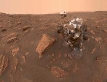 Марсоход НАСА Curiosity обнаруживает участки стертой горной породы, раскрывая подсказки.