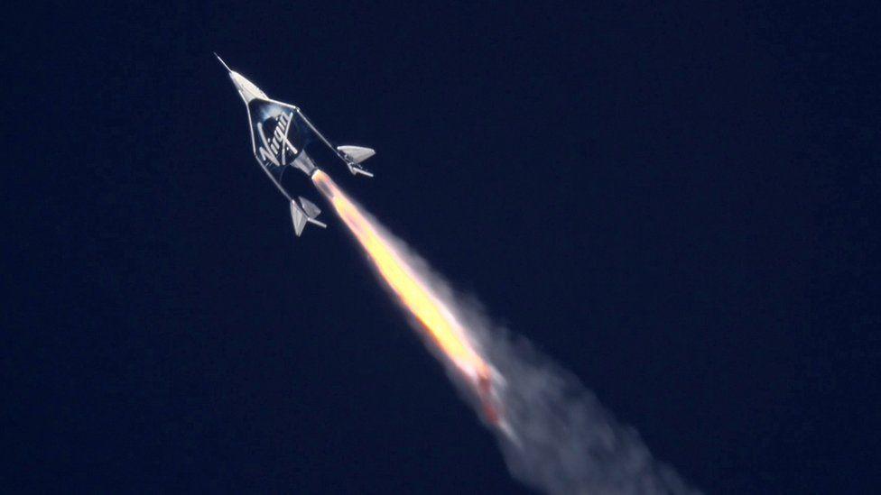 Ракетный самолет Unity поднимается на высоту 90 км (295 000 футов)