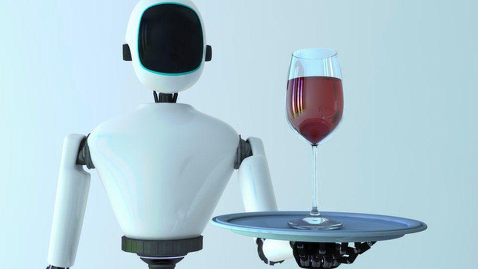 Мечта многих-робот, который будет подавать нам напитки
