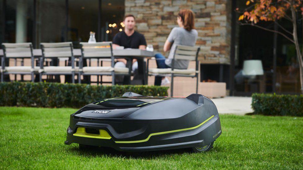 Некоторым из самых полезных роботов, например тем, которые подстригают наши газоны, не обязательно выглядеть людьми
