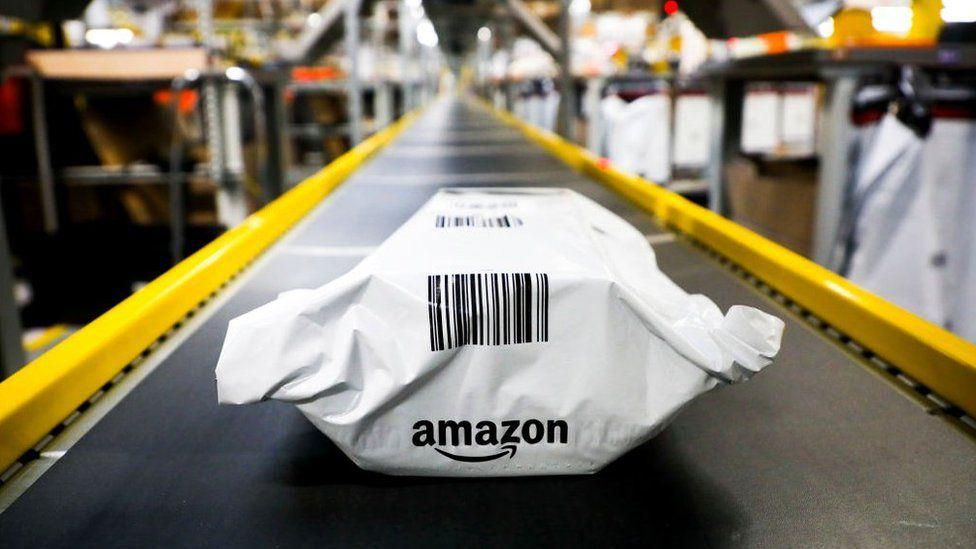"""Amazon называет свои склады """"центрами выполнения"""""""