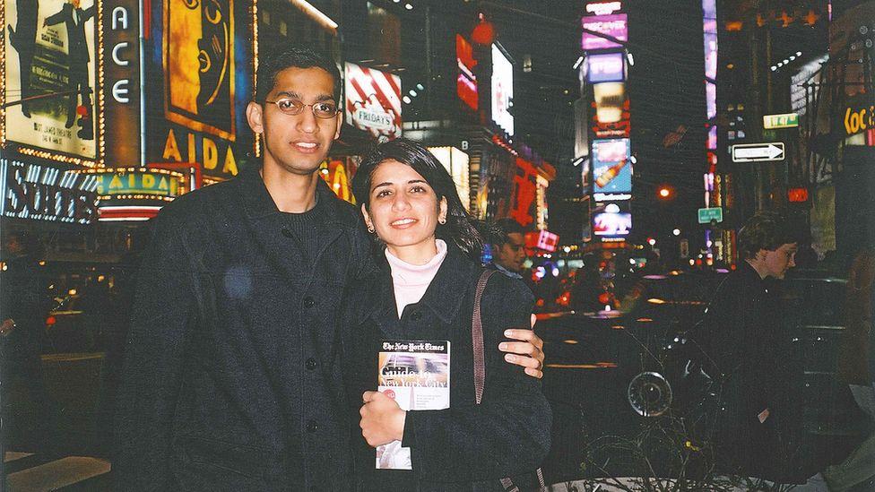 Сундар Пичаи и его подруга Анджали вскоре после прибытия в США - пара впоследствии поженится