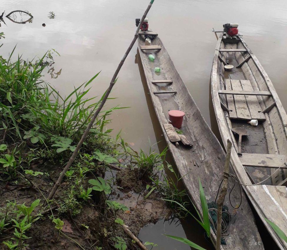 Оповещения об обезлесении ежемесячно доставляются на лодках в отдаленные, не охваченные сетью общины