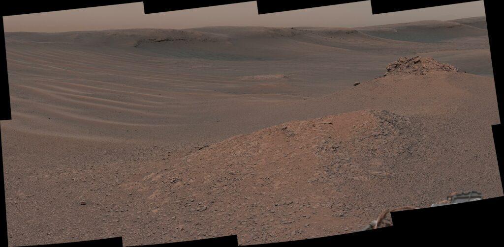"""""""Холм Нокфаррил"""": Мачтовая камера (Mastcam) марсохода НАСА Curiosity сняла эту мозаику во время исследования """"глиноносного блока"""" 3 февраля 2019 года (Sol 2309)."""