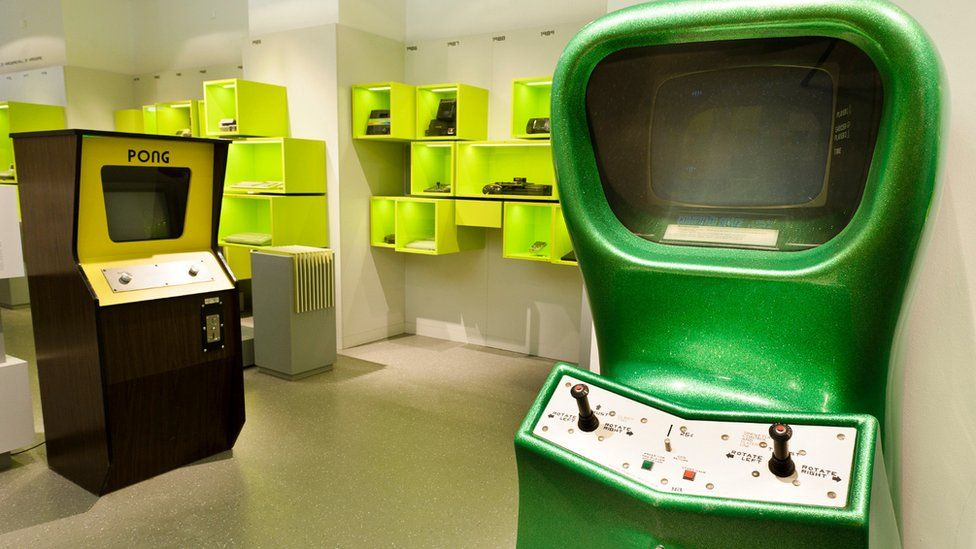 Arcade originals Pong (left) and Computer Space (right) at the Computerspielemuseum in Berlin