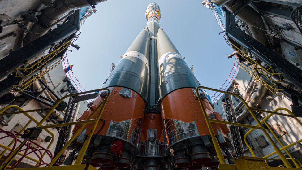 A rocket carrying 36 OneWeb satellites