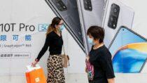 Литва призывает выбрасывать китайские телефоны