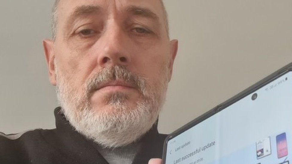 Image caption, Andrew Edmans was surprised to see a notification about Russian software being installed on his UK phone