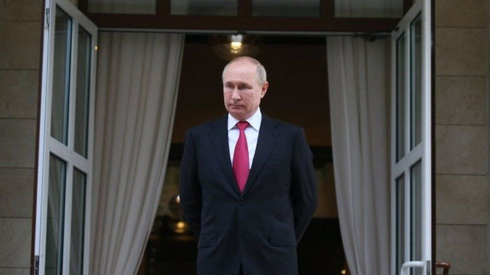 Image caption, President Putin wants to promote Russian tech firms and have more control over the internet